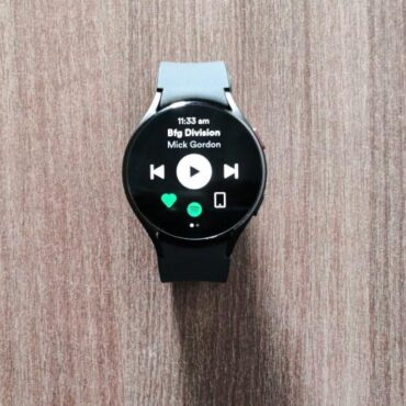 How to Use Spotify Offline on Wear OS 3 Watches (2021)